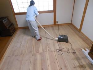 床掃除をしているところ