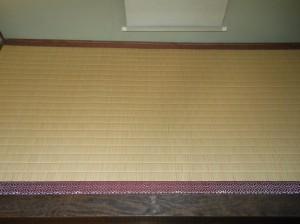 床の間薄縁、赤リュウビン表、茶七宝高麗縁