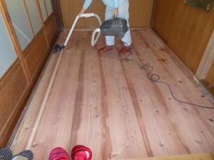 3畳の床板掃除