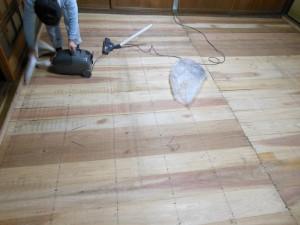 畳を上げた後の掃除