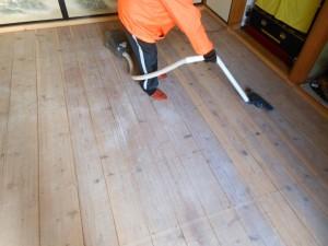 和室の床板掃除