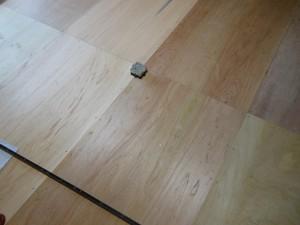 新しい床板