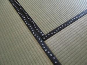 足跡の畳縁