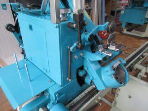 畳を縫う機械