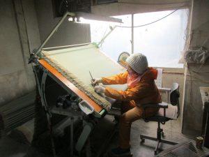畳表の仕上げ作業