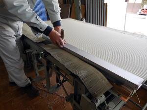 畳の製造 上前裁断