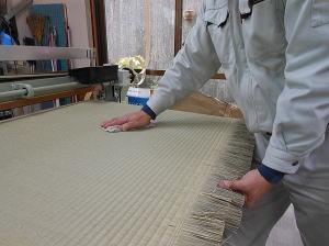 畳の製造 染土拭き